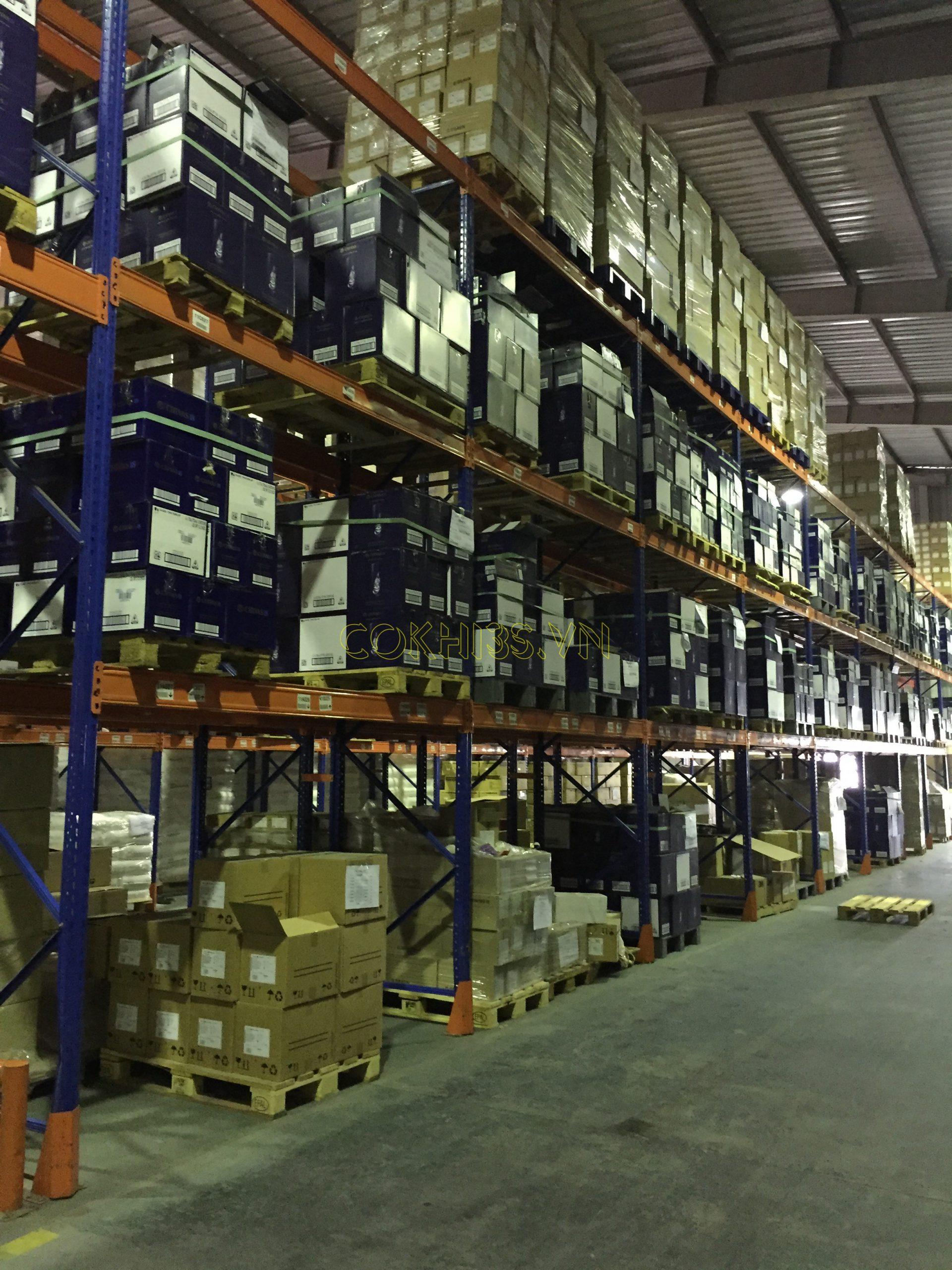 Lắp đặt hệ thống kệ hạng nặng trong kho công nghiệp 4