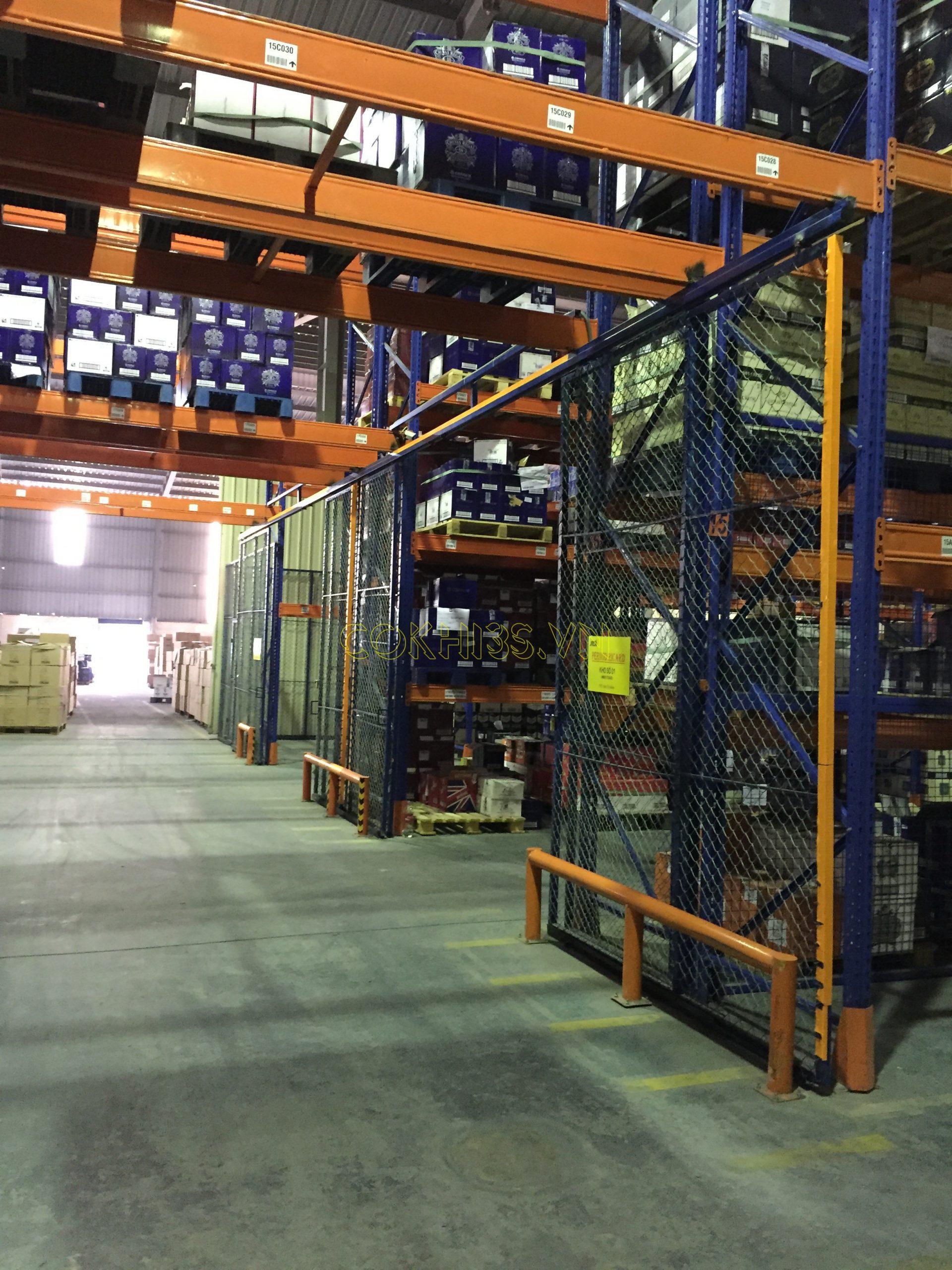 Lắp đặt hệ thống kệ hạng nặng trong kho công nghiệp
