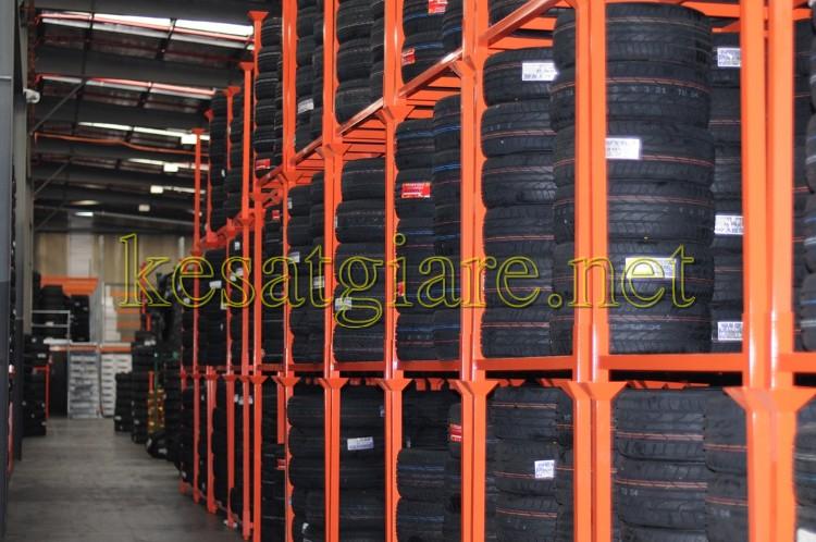 Kệ hạng nặng chứa đựng lốp xe