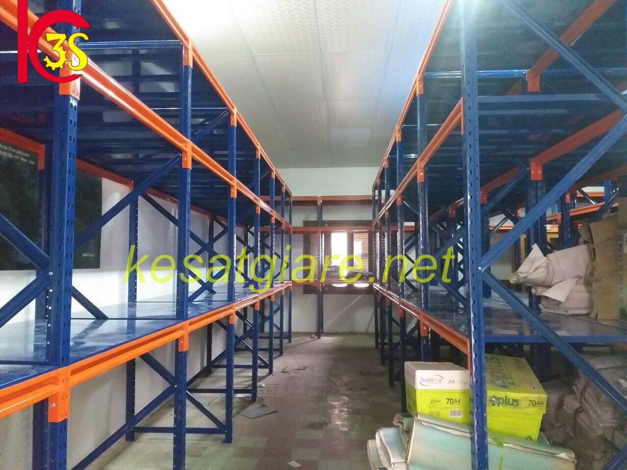Lắp đặt giá kệ trung tải chứa bao bì